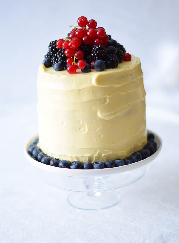 Lemoncake with Summer Berries